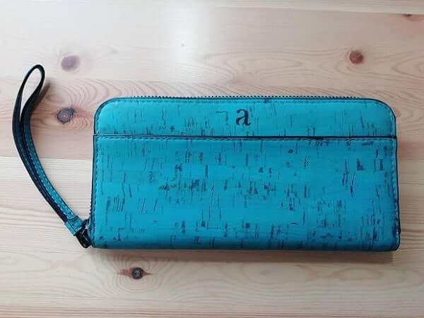 Aashaの長財布を正面から撮影