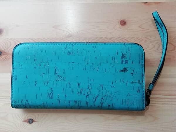 Aashaの長財布を背面から撮影